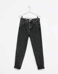 A pair of black jeans | BERSHKA - £25,99